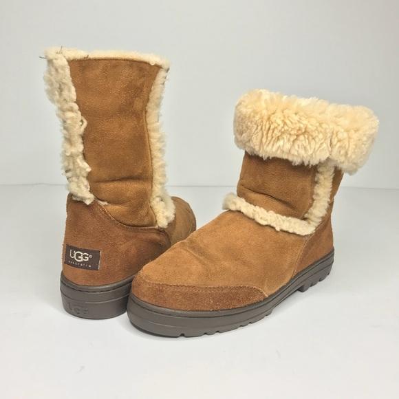 8fedd76a7f7 UGG Chestnut Short Sheepskin Sundance Boots Size 9